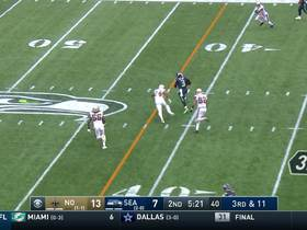 Russell Wilson takes off to convert for big third-down pickup