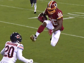 Vernon Davis' hilarious hurdle attempt doesn't go as planned