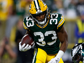 Aaron Jones spins in for opening touchdown run