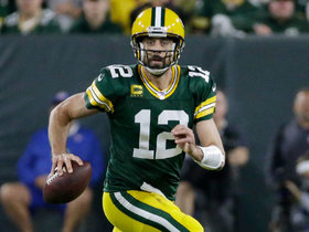 Rodgers puts defenders on skates in first-down scramble