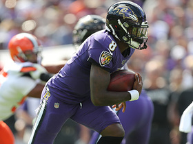 Lamar Jackson sprints for 29 yards after keeping ball on zone read