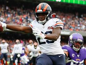 Tarik Cohen finishes long drive with speedy TD catch
