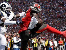 Chris Godwin goes way up for early TD grab