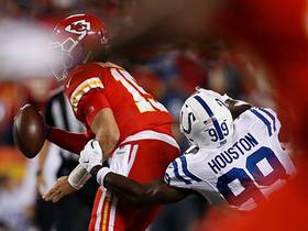 Justin Houston swarms Mahomes for sack vs. former team