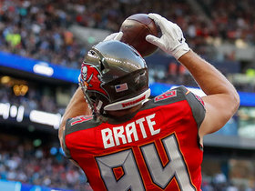 Cameron Brate shakes tackle to extend 37-yard catch