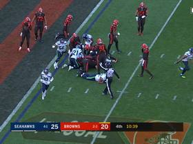 Seahawks swarm Nick Chubb on fourth-and-goal stop