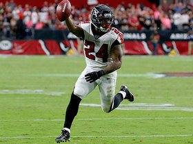 Ryan beats Cardinals' blitz with TD floater to Freeman in the flat