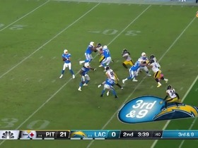 Mike Williams lays out for impressive third-down catch