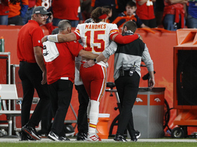 Mahomes leaves game after apparent injury