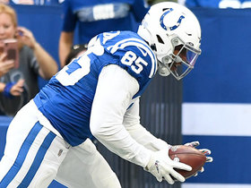 Ebron hurdle alert! Colts TE goes WAY upstairs on 16-yard catch