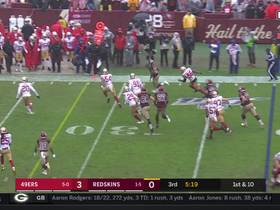Adrian Peterson dashes to the edge for 15-yard pickup