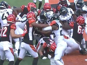 Andy Dalton drives through goal-line pileup for late TD