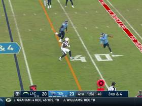 Mike Williams takes crossing route 10 yards to put Bolts in FG range