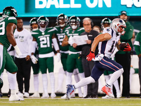Edelman converts third-down screen with big catch and run