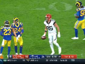 Giovani Bernard stiff arms Weddle for 11-yard catch and run