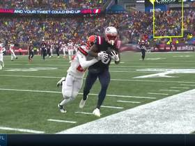 Brady lobs perfect over-the-shoulder throw to Dorsett for 33 yards