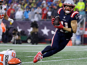 Julian Edelman slips defender in the rain for catch-and-run TD