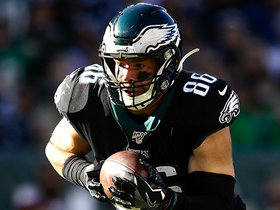 Wentz hits Ertz over the middle to convert early fourth-down try