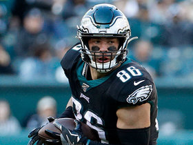 Zach Ertz shimmies and spins around defenders for 15 yards