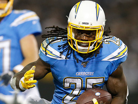 Melvin Gordon crosses field for 25-yard catch and run