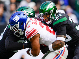 Saquon saves potential turnover after Jets swarm Daniel Jones for third-down strip-sack