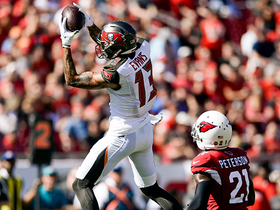 Mike Evans looks like basketball player snagging rebound on impressive 19-yard grab