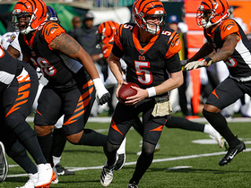 Fleet-footed Finley! Rookie QB takes off for 16 yards