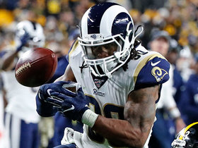 Todd Gurley hits the hole for 13-yard pickup