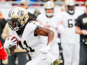 Alvin Kamara eludes Bucs defender during 17-yard catch and run