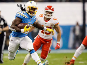 Melvin Gordon takes toss play for quick 21-yard burst