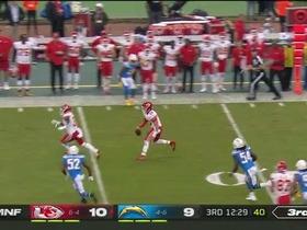 Mahomes makes something out of nothing for big third-down scramble