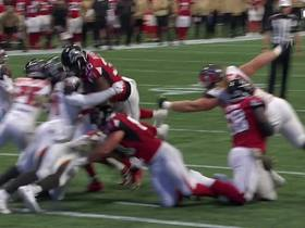 Qadree Ollison dives over goal line for Falcons TD