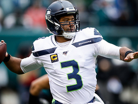 Russell Wilson lobs perfect 38-yard rainbow to Tyler Lockett
