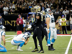 Marcus Davenport gets in Slye's face to force missed field goal