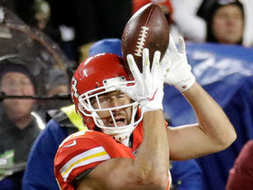 Kelce finds space in Raiders' secondary for 47-yard catch and run