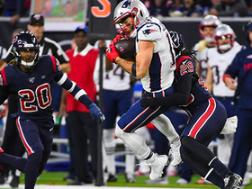 Julian Edelman hangs on for tough third-down grab over the middle