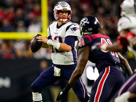 Tom Brady avoids pressure, zips touchdown pass between two defenders