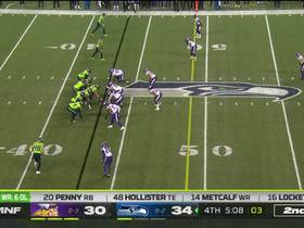 Vikings drop Wilson for huge 13-yard loss after QB holds ball for 8 seconds