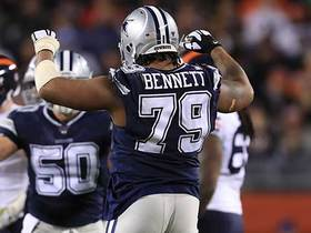 Michael Bennett muscles through Bears' OL for sack