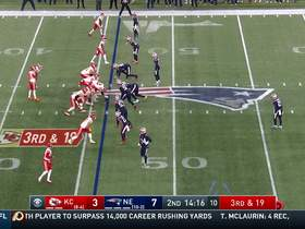 Mahomes rips third-and-long strike to Tyreek Hill over the middle