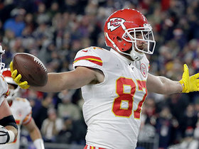 Can't-Miss Play: Kelce lines up at QB, Mahomes at RB for WILD TD run by TE