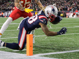 Brandon Bolden takes fly sweep off the edge for speedy TD