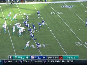 Albert Wilson slips tackler to zoom into Giants secondary for 21-yard gain