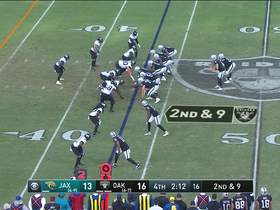 Derek Carr takes zone read for key first-down pickup