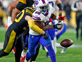 Bills' D takes advantage of Steelers bad snap and muffed hand off