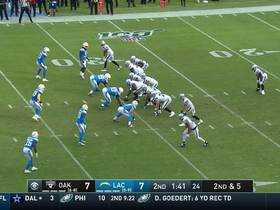 Derek Carr ropes a tight-window strike to Tyrell Williams on play action for 20 yards