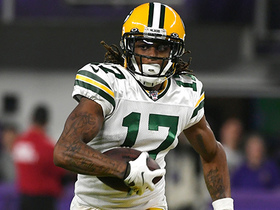 Davante Adams shows outstanding balance on sideline tightrope