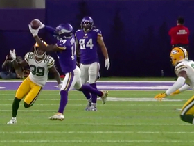 Diggs finds space in Packers' secondary for huge third-down pickup