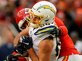 Hunter Henry leaps above THREE Chiefs defenders for huge grab
